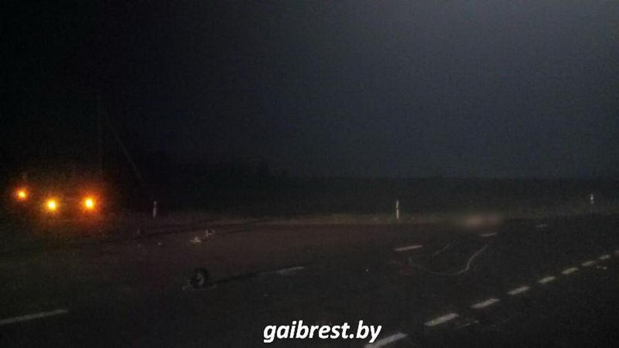 В Брестском районе МАЗ столкнулся с мотоциклом, погиб пассажир байка