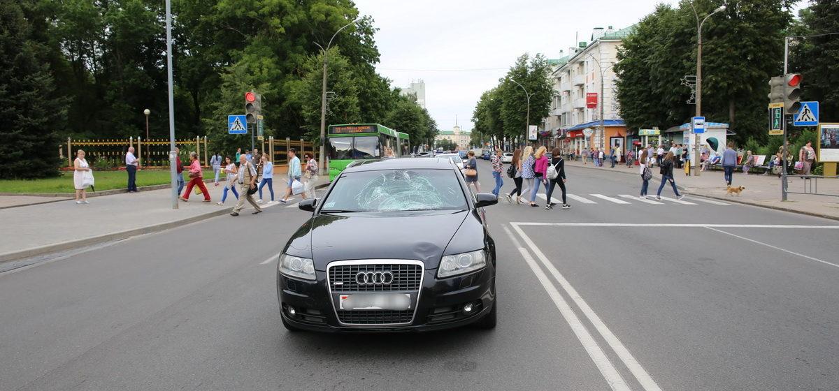 В Барановичах на улице Комсомольской автомобиль «Ауди» сбил подростка, который перебегал дорогу на красный свет