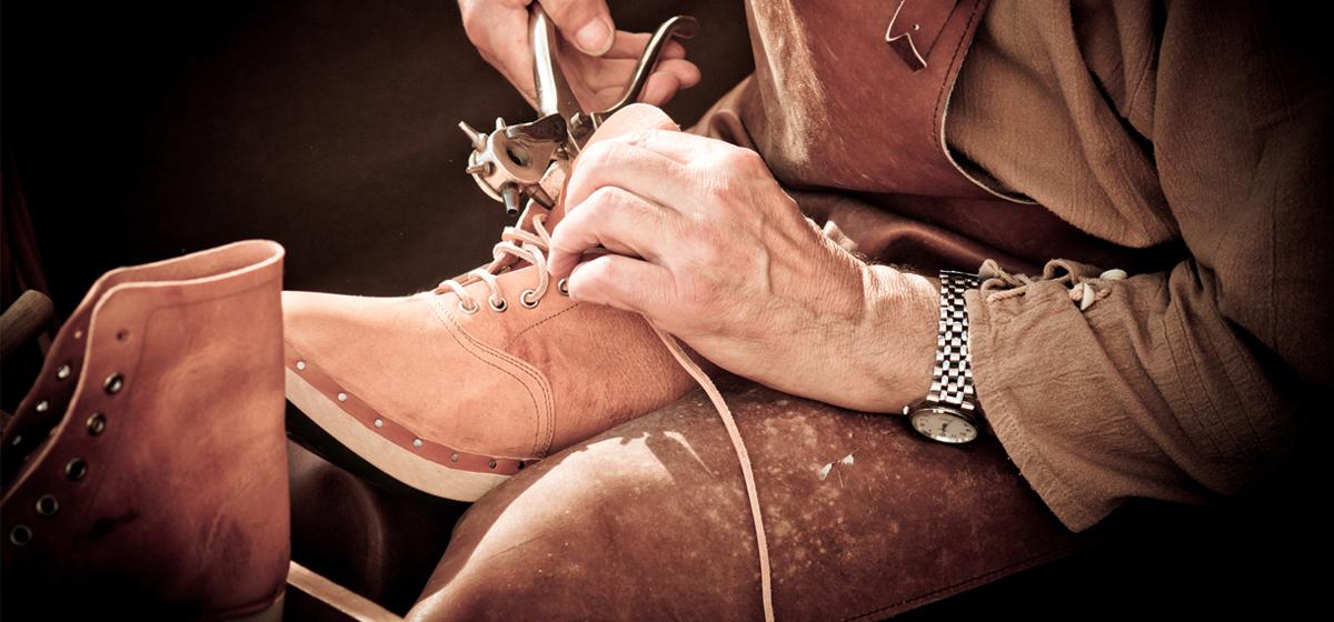 Так и живем. Барановичский мастер по ремонту обуви: «По обуви видно, что люди сегодня обеднели»