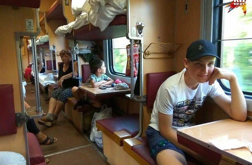 Пресс-служба Лукашенко о загадочном фото: Коля без папы и мамы поехал на поезде в Могилев