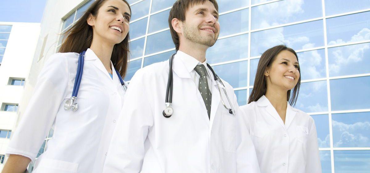На работу в Барановичскую центральную поликлинику прибыли восемь молодых врачей