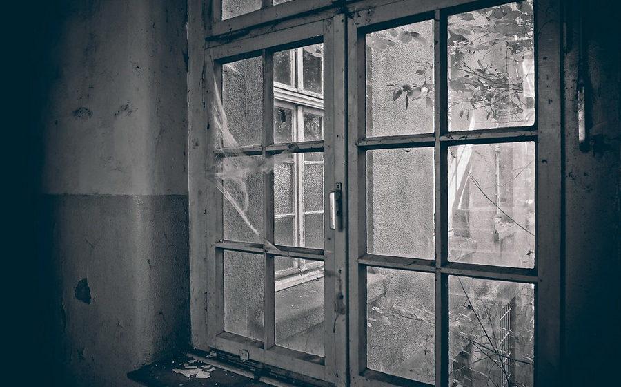 В Орше из окна 11-го этажа выпала девятиклассница