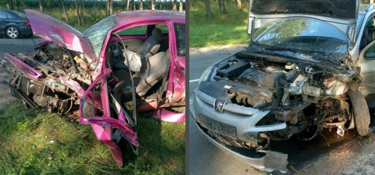 Под Дзержинском столкнулись три автомобиля, пострадали два человека