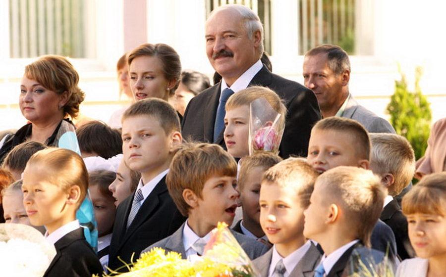 В школе, где учится Николай Лукашенко, занятия будут начинаться в 9.00