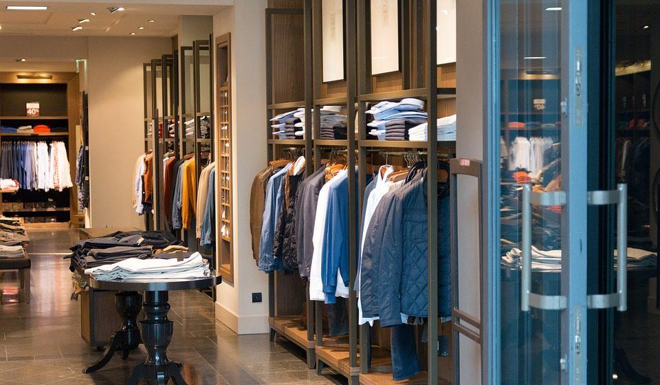 Десять процентов белорусов покупают одежду за границей