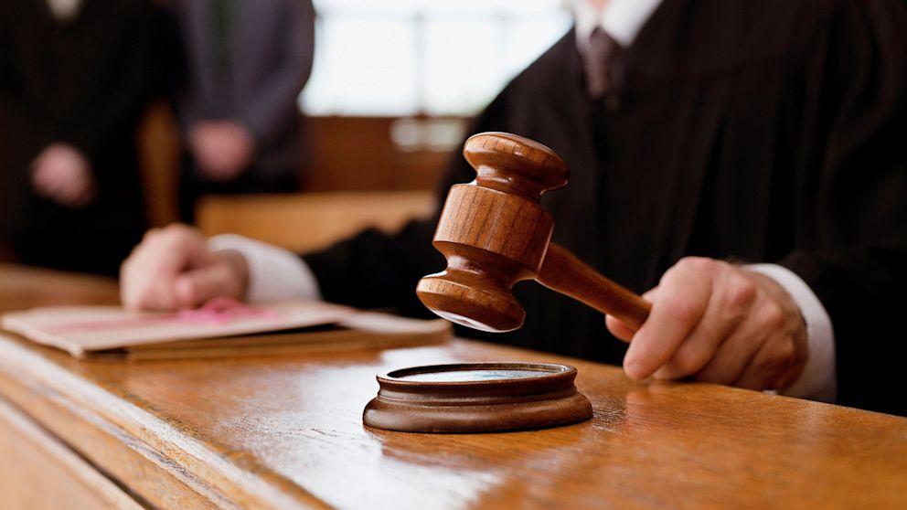 В Барановичах осудили парня, который присвоил себе 2920 евро и 800 долларов, переданные ему по ошибке