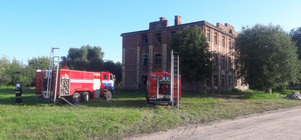 В Барановичах горело заброшенное здание