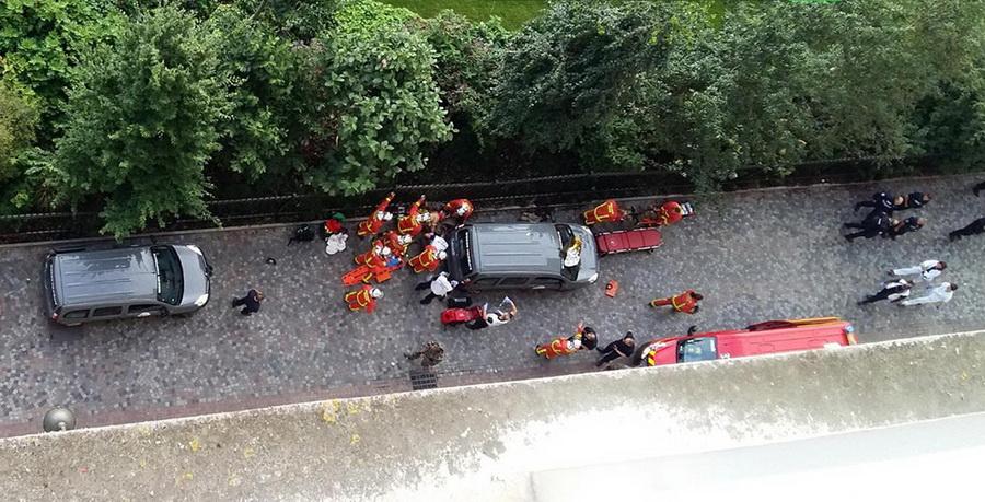 В пригороде Парижа автомобиль въехал в группу военных и скрылся