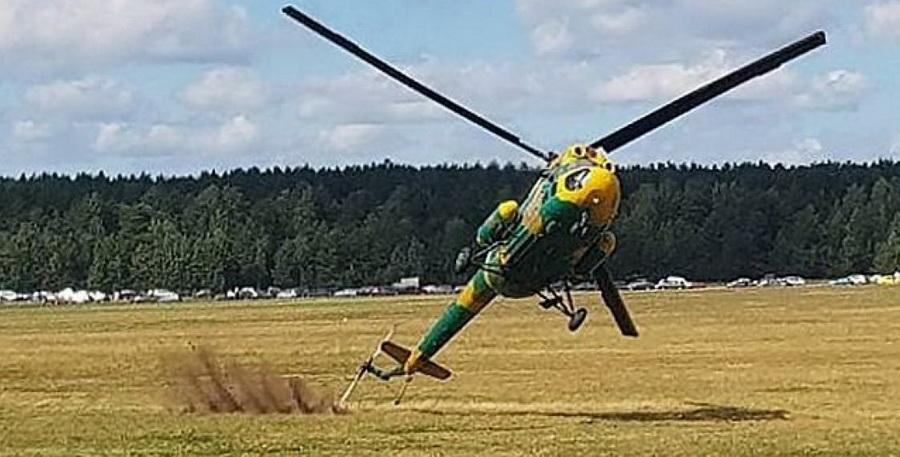 Во время авиашоу под Минском вертолет Ми-2 зацепил винтом землю