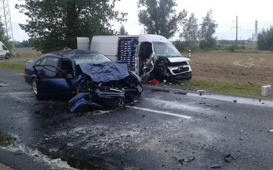 В Березовском районе лоб в лоб столкнулись «Пежо» и «Мазда 626», пострадали три человека