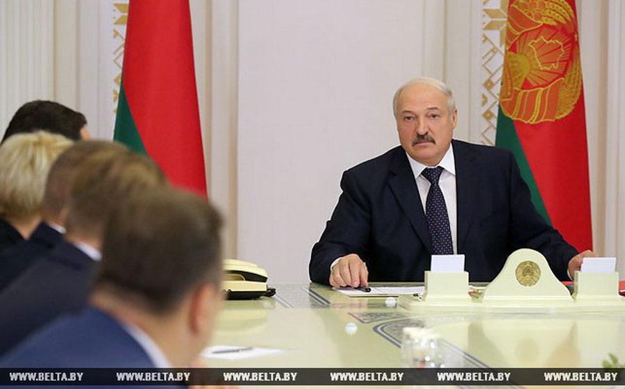 Лукашенко о декрете №3: «Кого-то надо за руку привести на работу, кого-то перепрофилировать, а кого-то просто наклонить»