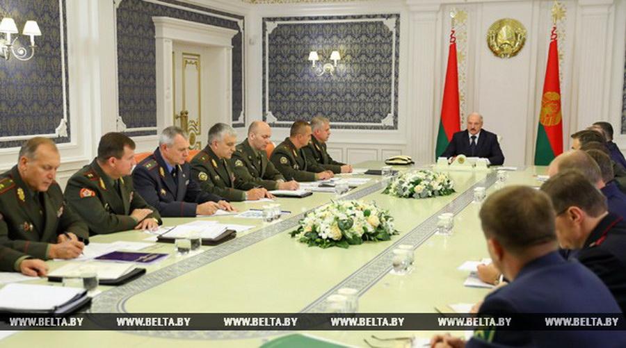 Лукашенко призвал силовиков не закручивать гайки в экономике и избавиться от устаревших норм в законодательстве