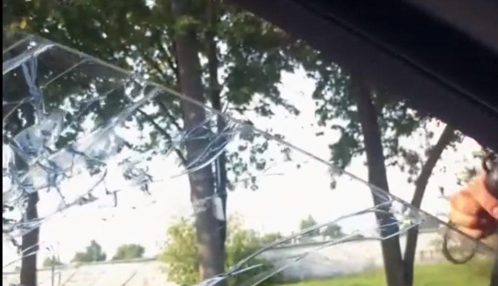 В Минске инспектор ГАИ разбил стекло и вытащил водителя из машины (видео)