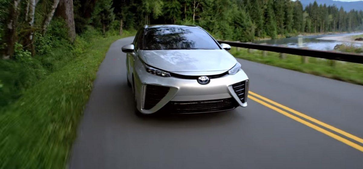 Toyota начала серийный выпуск автомобилей на водородном двигателе