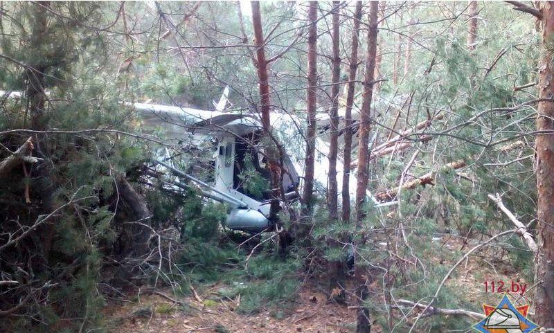 В лесу возле Мозыря аварийно приземлился самолет