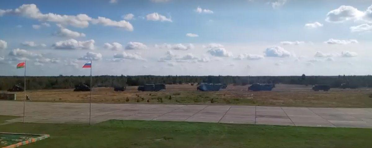 Видео, как под Барановичами проходят учения «Запад-2017»