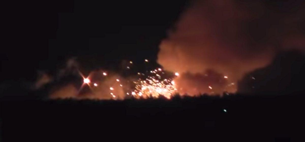 В Украине горит склад боеприпасов, эвакуировано более 30 тысяч человек, есть пострадавшие (видео)