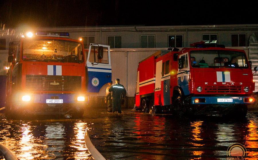 В Светлогорске из-за сильного дождя затопило крупнейший торговый центр города