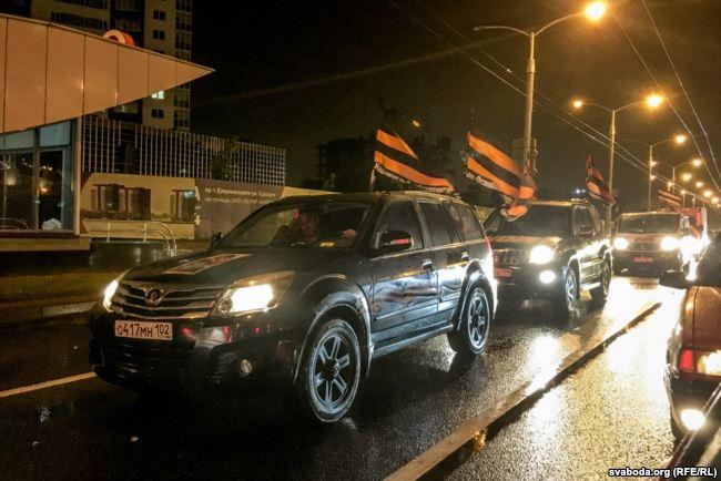 Через Минск проехали машины с портретами Путина и георгиевскими лентами (видео)