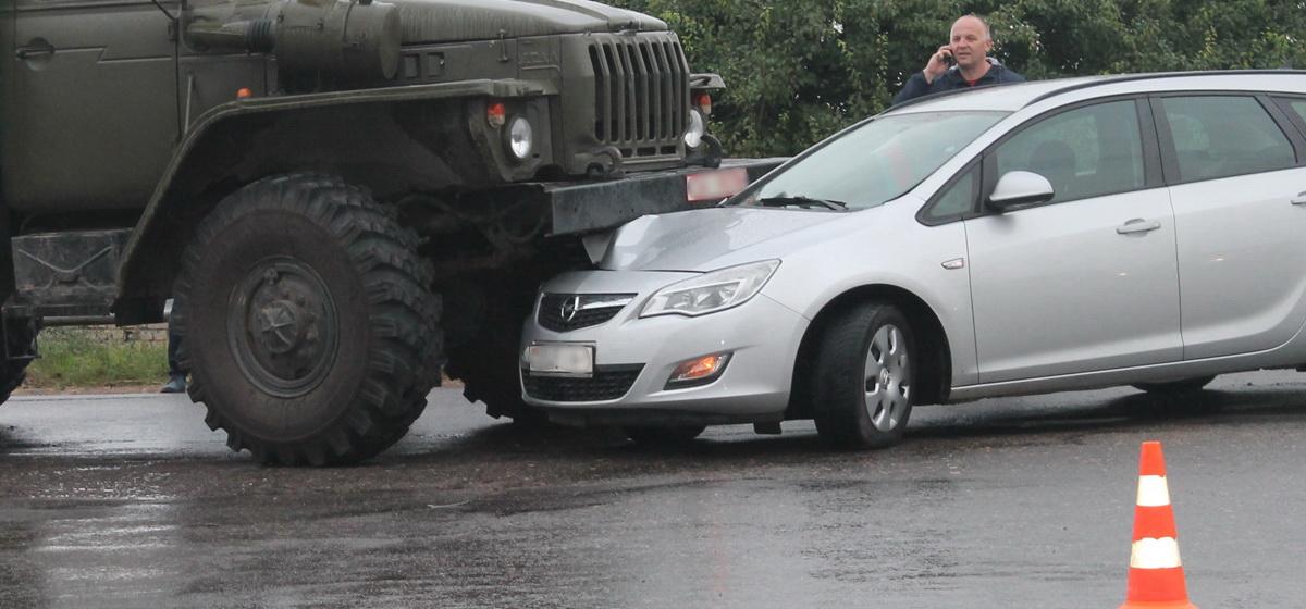 В Барановичах в Северном микрорайоне столкнулись четыре автомобиля