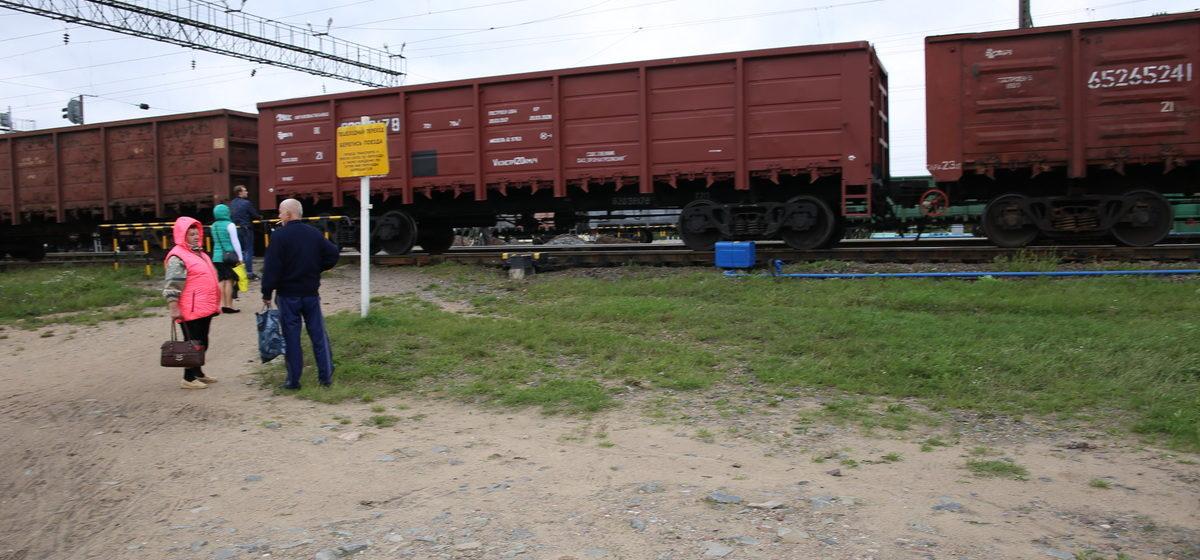 В Барановичах на железнодорожном переезде путевая машина сбила 18-летнего парня