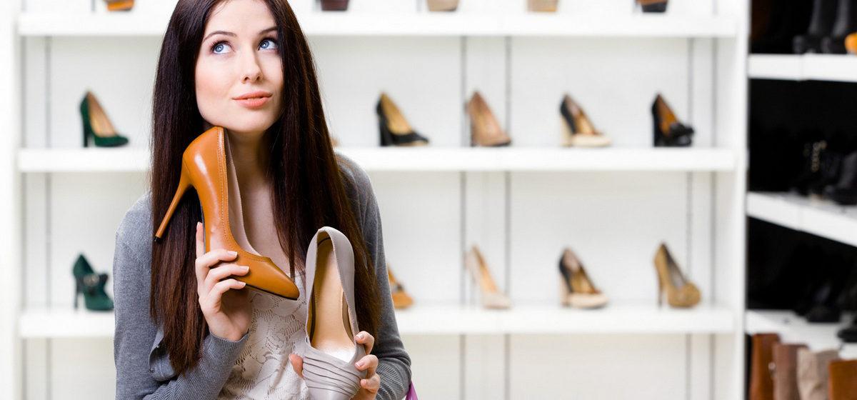 В Мозыре девушка украла туфли и, убегая от милиции, прыгнула в Припять