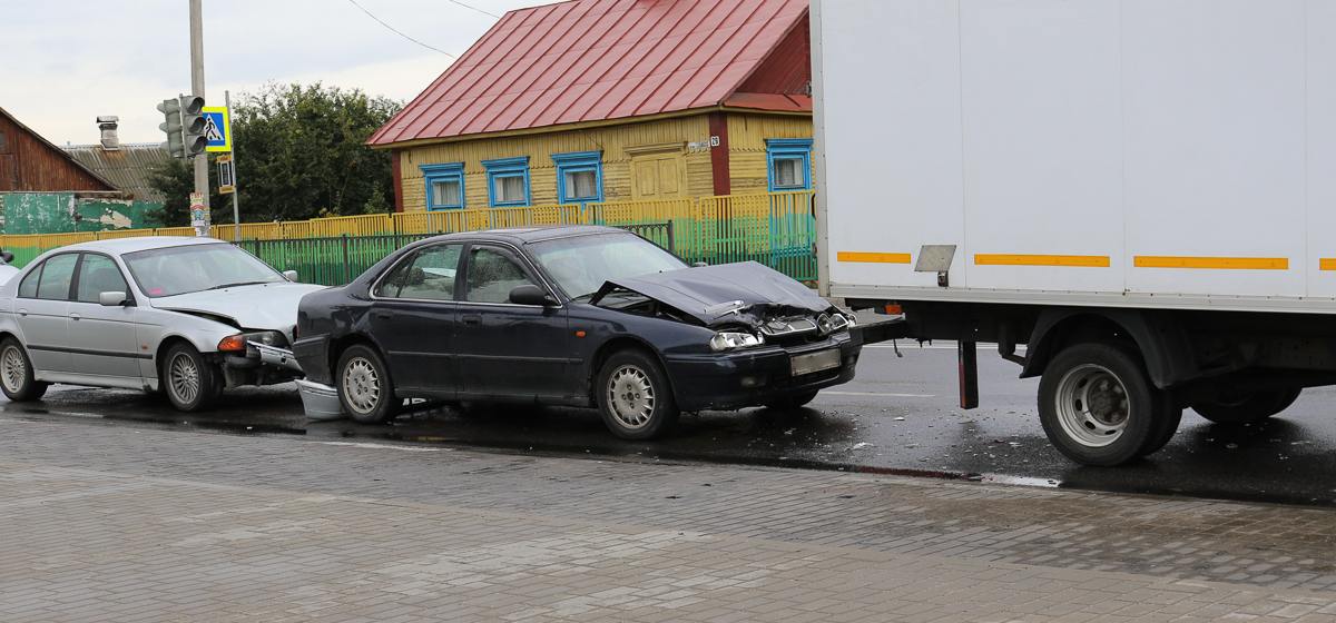 В Барановичах на улице Тельмана столкнулись три автомобиля