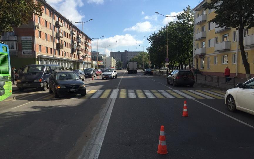 В Барановичах на пешеходном переходе Opel сбил женщину