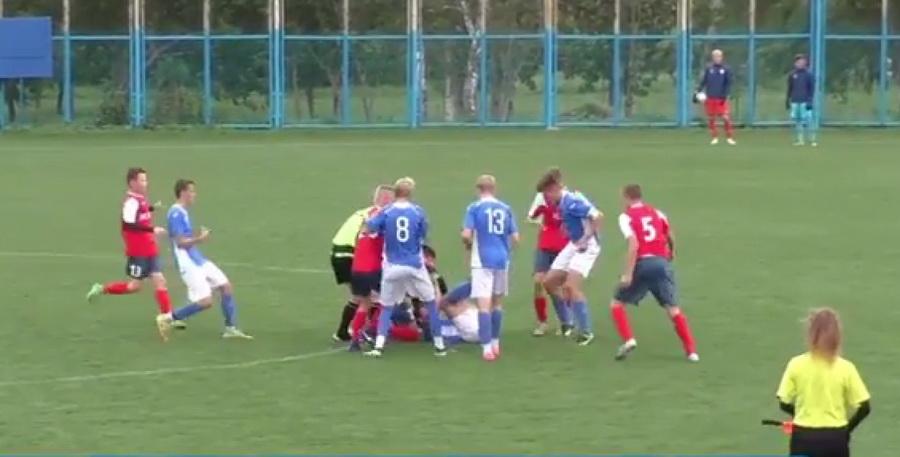 В конце футбольного матча между юношескими командами «Ислочь» и «Минск» произошла массовая драка (видео)