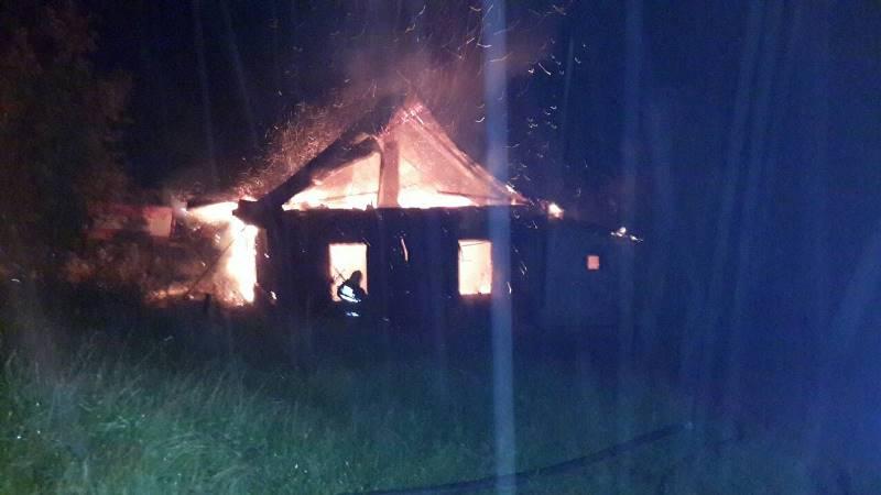 В Барановичском районе неизвестный поджег дом