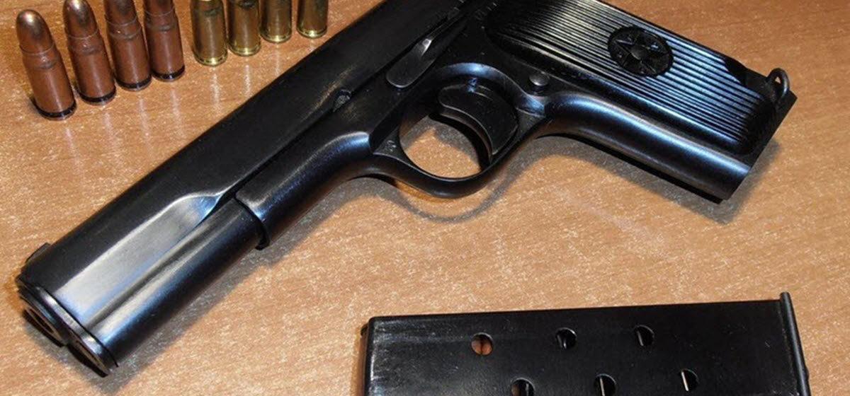 На учениях «Запад-2017» Лукашенко подарили заряженный пистолет