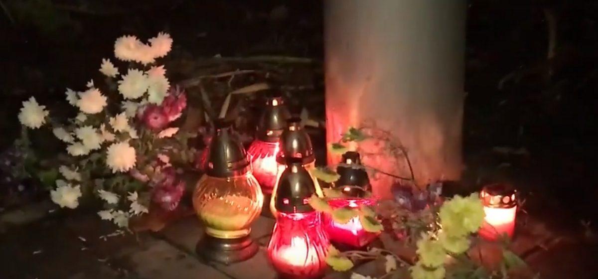 Відэафакт. У Баранавічах на месцы былой турмы НКУС ушанавалі памяць ахвяраў камуністычных рэпрэсій