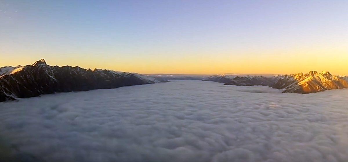 Пилот показал то, что обычно пассажиры не видят, и лучше бы не видели (видео)
