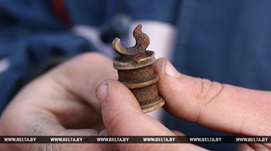 В Гродно в Старом замке археологи нашли шахматную фигурку XIV века