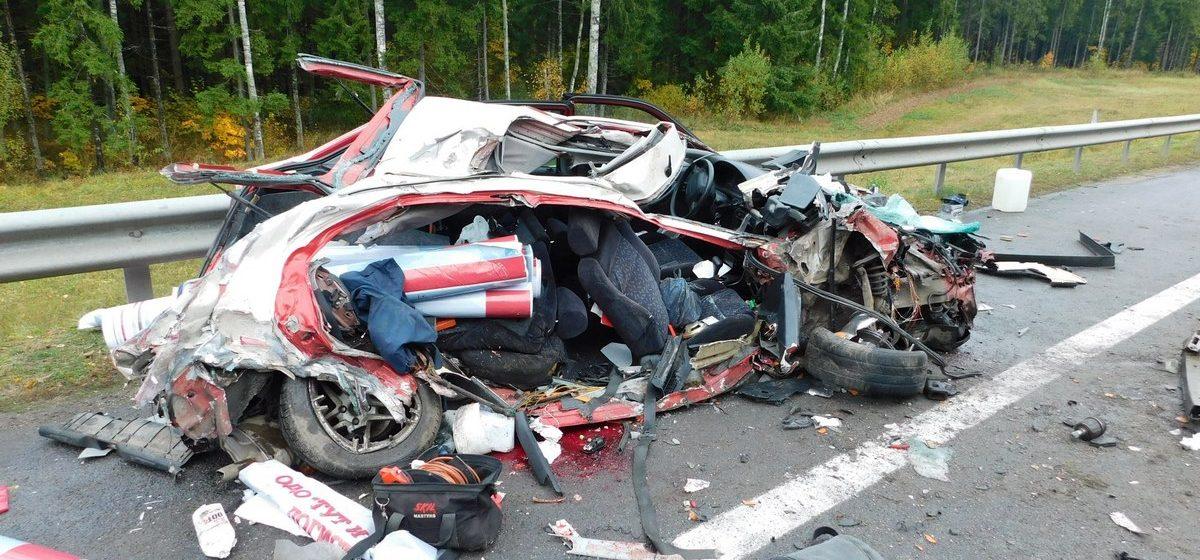 В Витебской области Honda превратилась в груду металла в лобовом столкновении с фурой – погиб пассажир