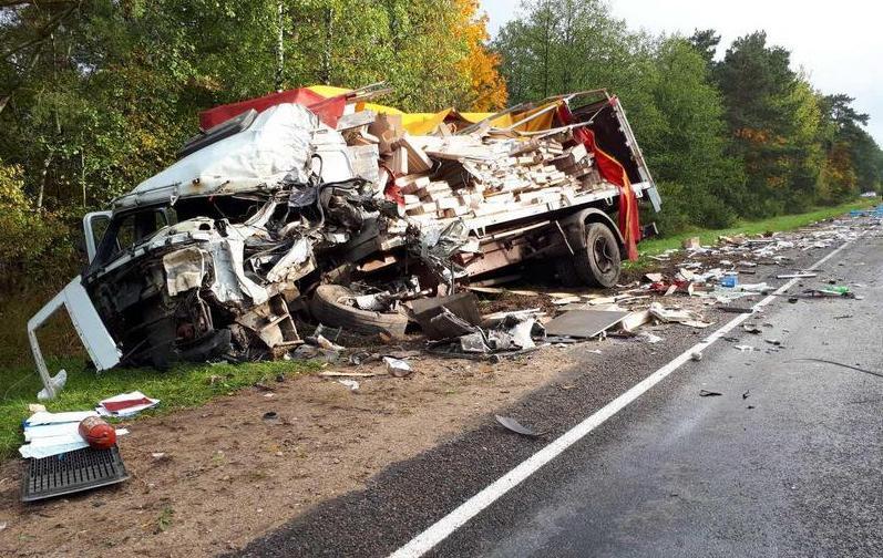 Под Ляховичами в лобовом столкновении фур погиб водитель из Польши
