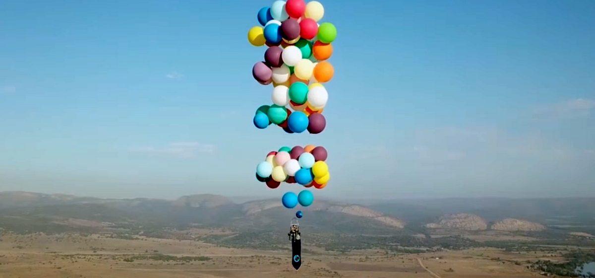 Видеофакт. В ЮАР мужчина пролетел 25 км на воздушных шариках