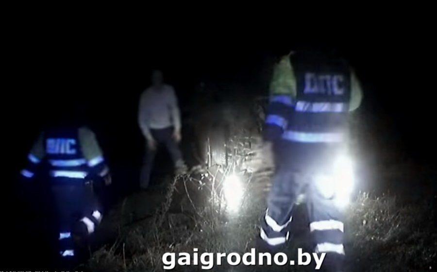 В Гродно 17-летний подросток, уходя от погони ГАИ, перевернулся и разбил папину машину (видео)