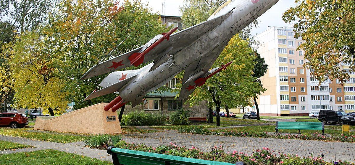 Как отразилось на жителях Барановичей ограничение авиаперелетов из Беларуси. Фотоопрос