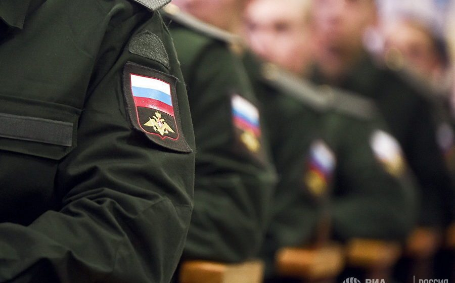 На главной базе Северного флота России в одной из квартир обнаружили мертвой семью военного