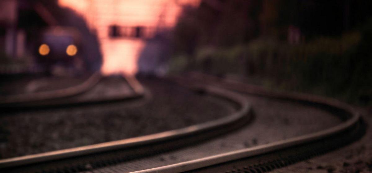 В Жлобинском районе мужчину, который лежал на путях, переехал поезд