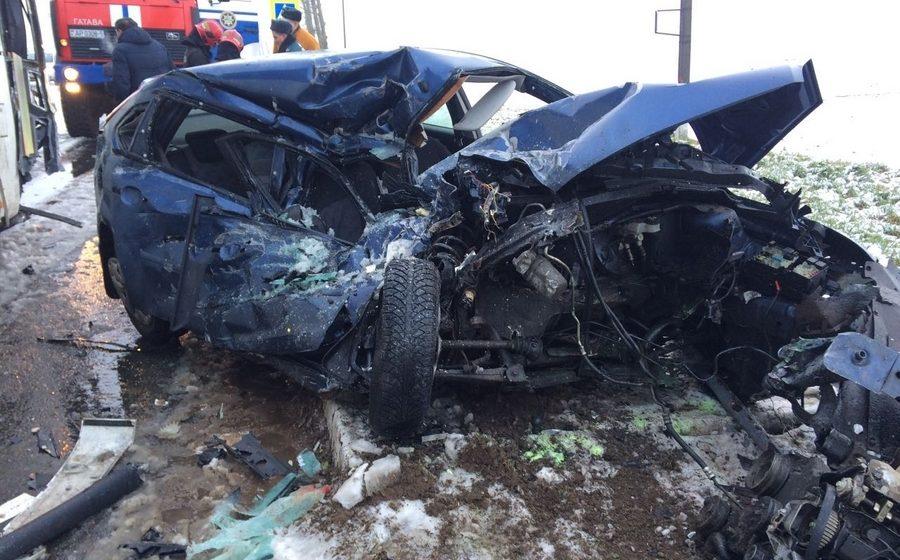 Под Минском лоб в лоб столкнулись автобус и автомобиль, 31-летняя водитель легковушки погибла