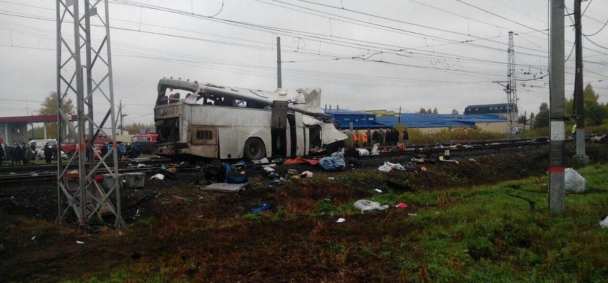 Под Владимиром (РФ) поезд врезался в пассажирский автобус: 16 погибших (видео)