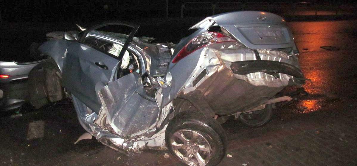 В Борисове Hyundai врезался в столб: женщина-водитель погибла