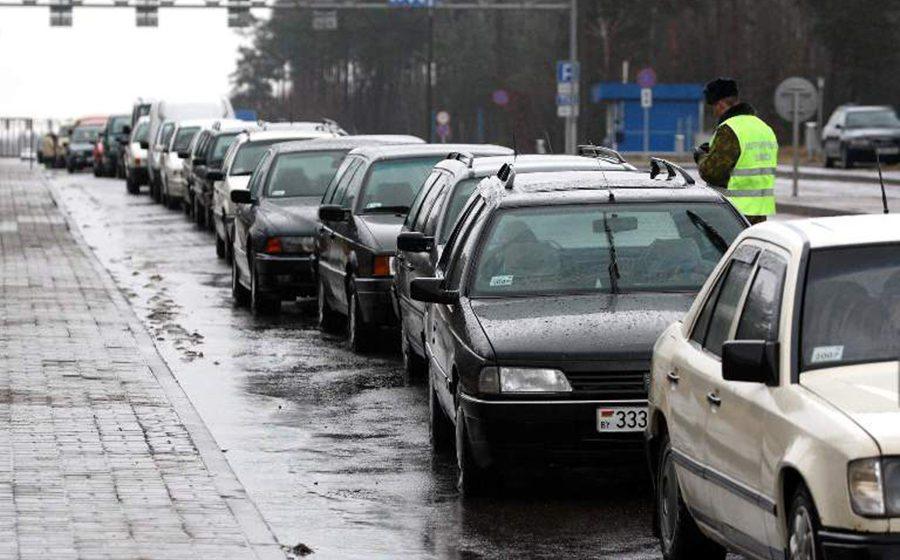 На белорусско-польской границе в своей машине умер поляк