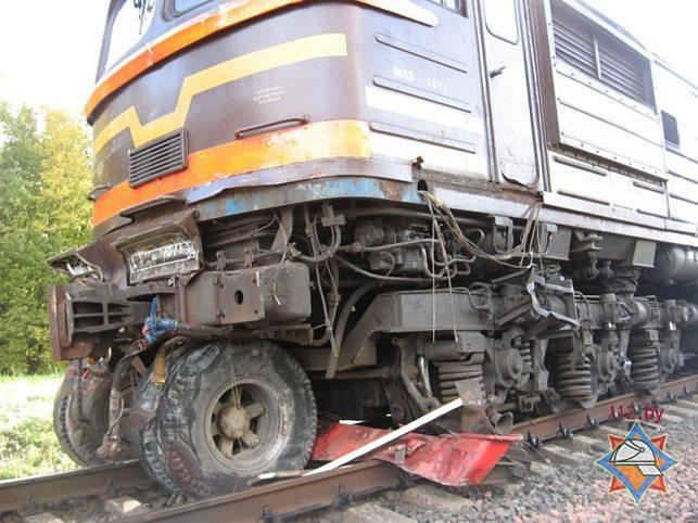 Под Осиповичами поезд врезался в «МАЗ»
