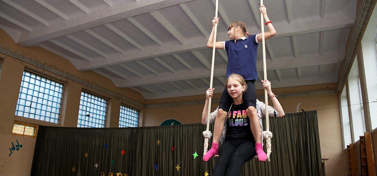 Зачем немецкие артисты цирка приезжают в барановичскую деревню