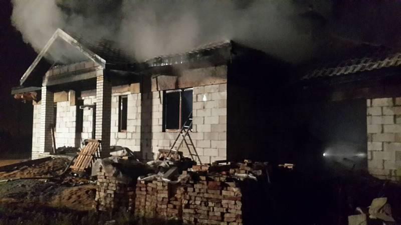 В Барановичах горел недостроенный дом