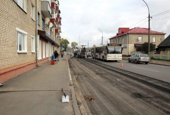 Благоустройство автобусной остановки на улице Комсомольской. Все фото: Татьяна МАЛЕЖ