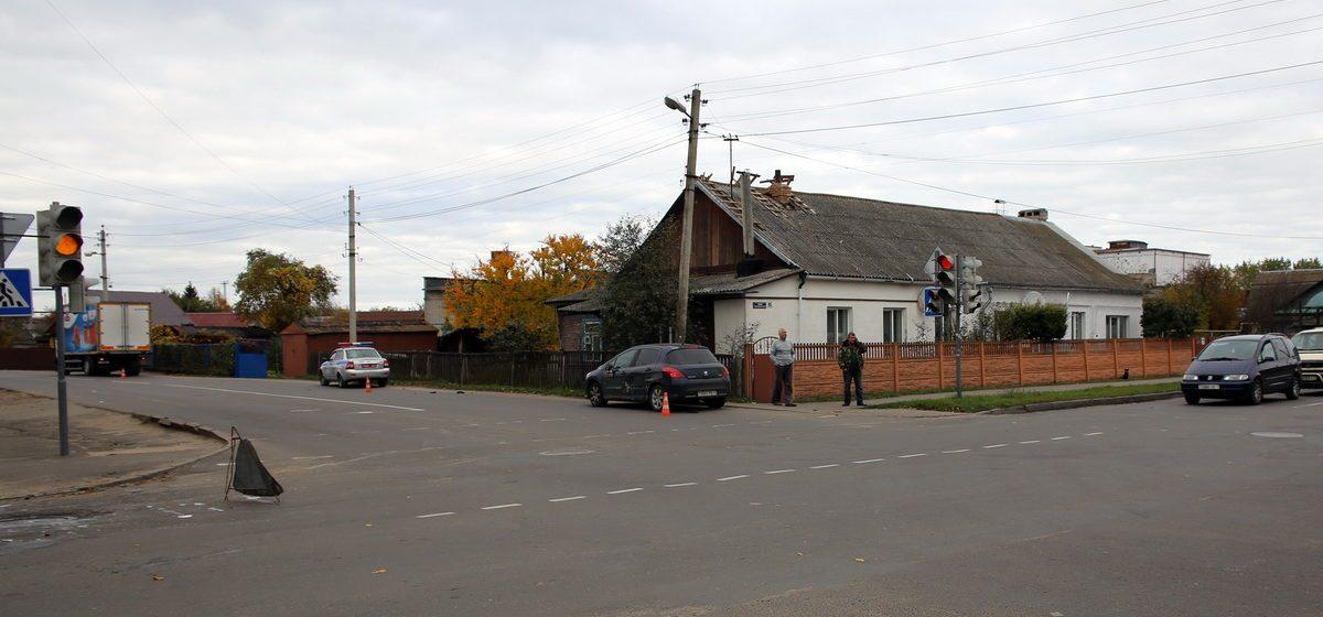 В Барановичах столкнулись «Пежо» и «МАЗ»